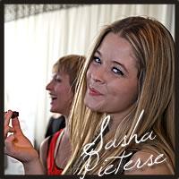 sasha pieterse tasting best chocolate best caramel of Cocopotamus at the Golden Globe Awards