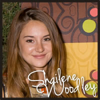 Shailene Woodley at the Golden Globes with Cocopotamus Chocolate